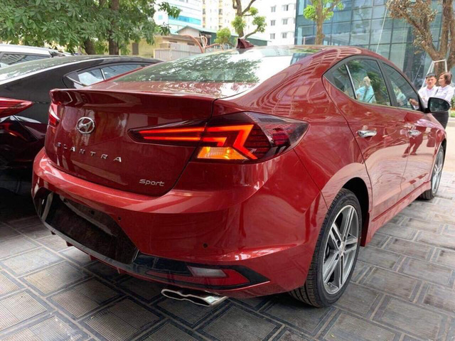 Hyundai Elantra 2019 lộ diện trước ngày ra mắt tại Việt Nam với chi tiết khác bản quốc tế - Ảnh 1.