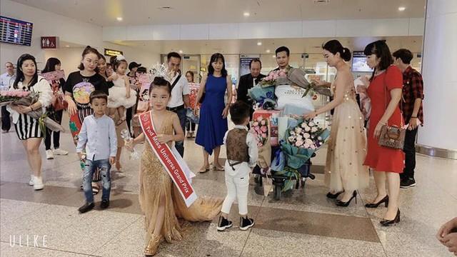 Hoa hậu hoàn vũ nhí 2019 được đón bằng xe sang dát vàng khi trở về Việt Nam - Ảnh 3.