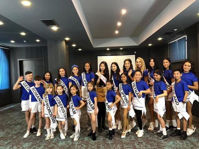 Hoa hậu hoàn vũ nhí 2019 được đón bằng xe sang dát vàng khi trở về Việt Nam - Ảnh 6.