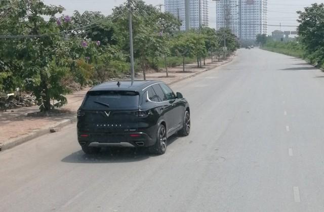 Bất ngờ bắt gặp VinFast SA2.0 chạy thử không ngụy trang tại Hà Nội, ngày giao xe không còn xa - Ảnh 1.