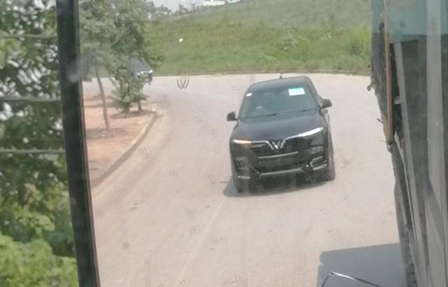 Bất ngờ bắt gặp VinFast SA2.0 chạy thử không ngụy trang tại Hà Nội, ngày giao xe không còn xa - Ảnh 2.