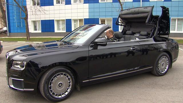 Limousine như Rolls-Royce của tổng thống Putin mở mui, chạy thử cho lễ diễu binh - Ảnh 1.