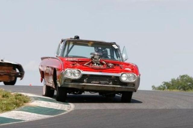Giải đua kỳ dị nơi mỗi chiếc xe tham dự có giá không quá… 500 USD - Ảnh 15.
