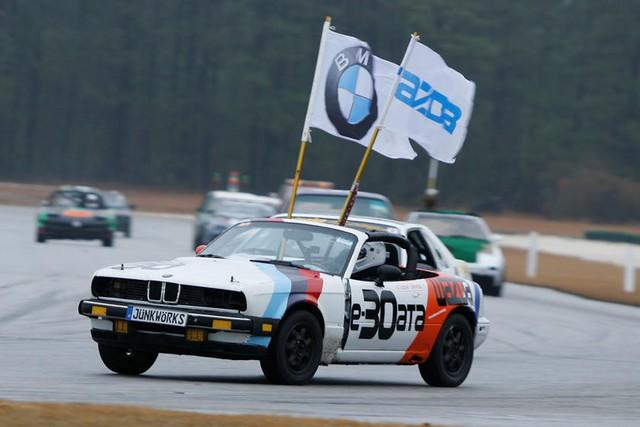 Giải đua kỳ dị nơi mỗi chiếc xe tham dự có giá không quá… 500 USD - Ảnh 2.