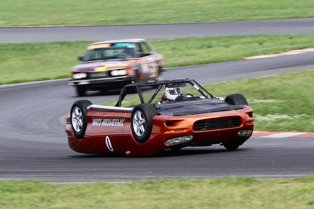 Giải đua kỳ dị nơi mỗi chiếc xe tham dự có giá không quá… 500 USD - Ảnh 12.