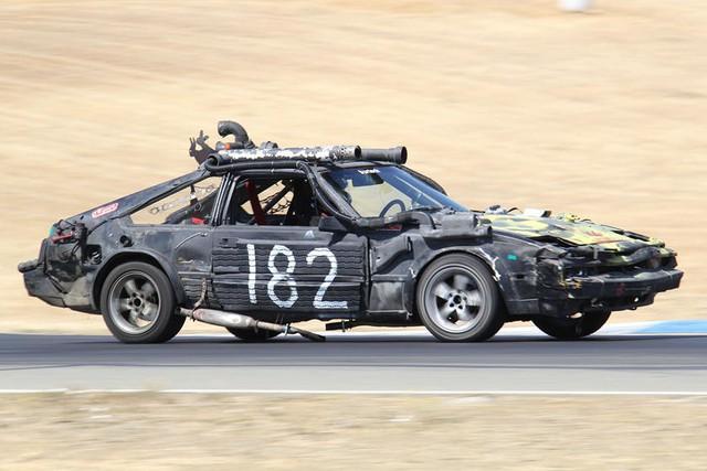 Giải đua kỳ dị nơi mỗi chiếc xe tham dự có giá không quá… 500 USD - Ảnh 10.