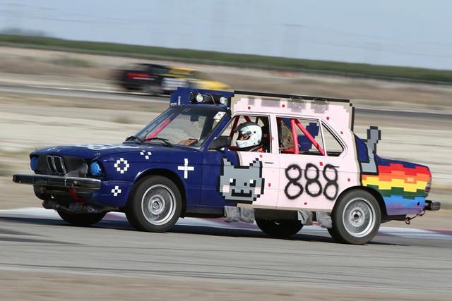 Giải đua kỳ dị nơi mỗi chiếc xe tham dự có giá không quá… 500 USD - Ảnh 9.