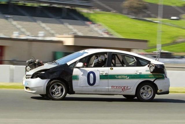 Giải đua kỳ dị nơi mỗi chiếc xe tham dự có giá không quá… 500 USD - Ảnh 7.
