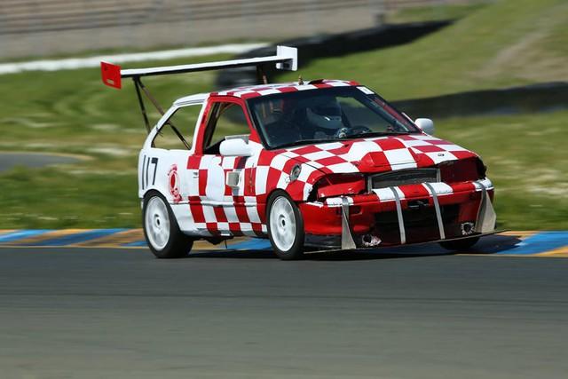 Giải đua kỳ dị nơi mỗi chiếc xe tham dự có giá không quá… 500 USD - Ảnh 4.