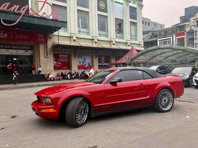 11 năm tuổi, Ford Mustang mui trần bán lại giá chỉ hơn 1 tỷ đồng - Ảnh 1.