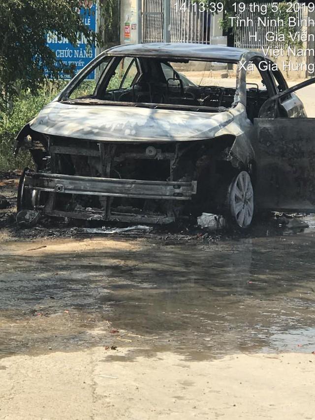 Chỉ trong 1 tuần, hàng loạt vụ cháy ô tô liên tục xảy ra tại Việt Nam, giá trị xe cao nhất hơn 1 tỷ đồng - Ảnh 6.