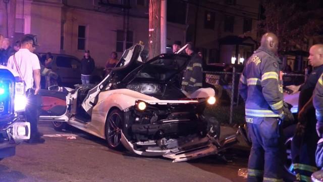 Đứt ruột nhìn lính cứu hỏa xẻ đôi Ferrari 488 Spyder để cứu nạn nhân kẹt bên trong vì tai nạn giao thông - Ảnh 5.