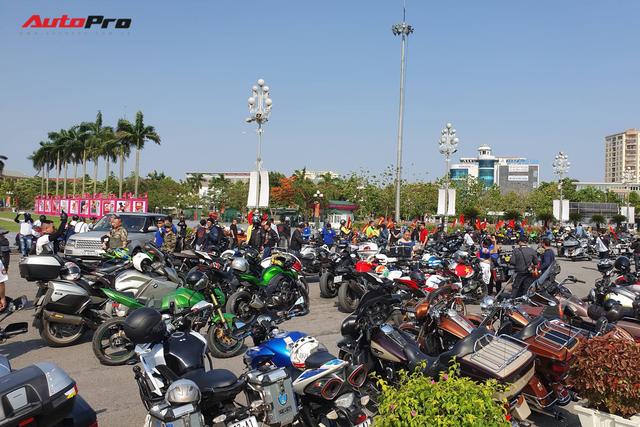 Dân chơi ô tô, mô tô khủng và độc tại Nghệ An đổ ra đường dịp sinh nhật Bác - Ảnh 1.