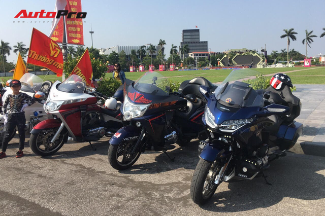Dân chơi ô tô, mô tô khủng và độc tại Nghệ An đổ ra đường dịp sinh nhật Bác - Ảnh 2.