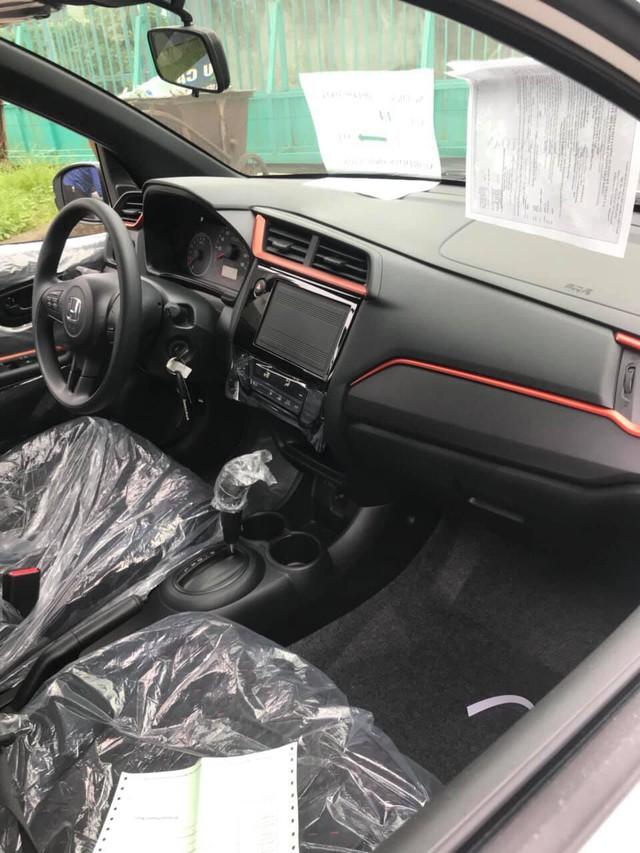 Honda Brio bán tại Việt Nam lần đầu lộ nội thất: Vô-lăng 3 chấu, điều hòa một vùng, không có khởi động nút bấm - Ảnh 1.