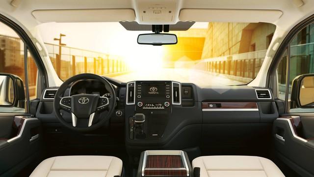 Ra mắt Toyota Granvia - Bản vá sang trọng lên cá mập HiAce - Ảnh 3.