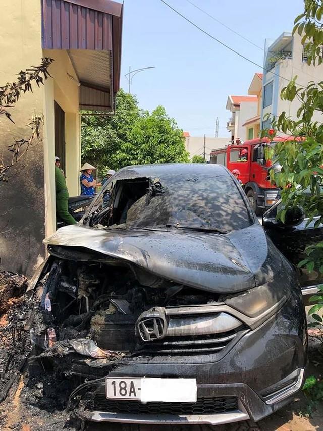 Vụ Honda CR-V bị cháy ở Nam Định: Hãng cho kỹ thuật viên đến tìm hiểu - Ảnh 2.
