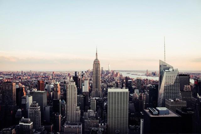 Bạn có thể phạm pháp và bị phạt nặng nếu vừa băng qua đường vừa bấm điện thoại ở New York - Ảnh 4.