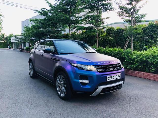 Range Rover Evoque 'full option' màu 'tắc kè hoa' đi 4 năm được bán ngang giá Mercedes-Benz GLC mới tinh - Ảnh 1.