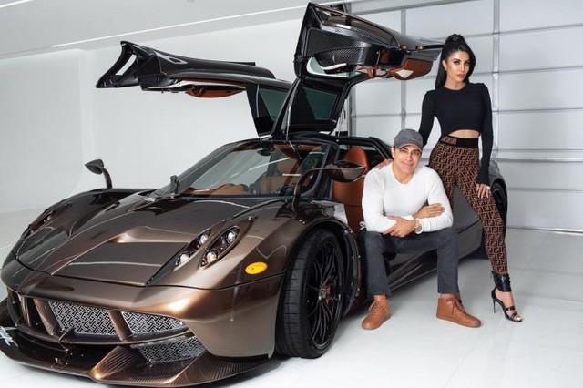 Đại gia bất động sản tậu siêu xe, lãi 1,9 triệu USD sau 5 tháng, liền bỏ 5 triệu USD mua thêm 2 siêu xe khác - Ảnh 1.