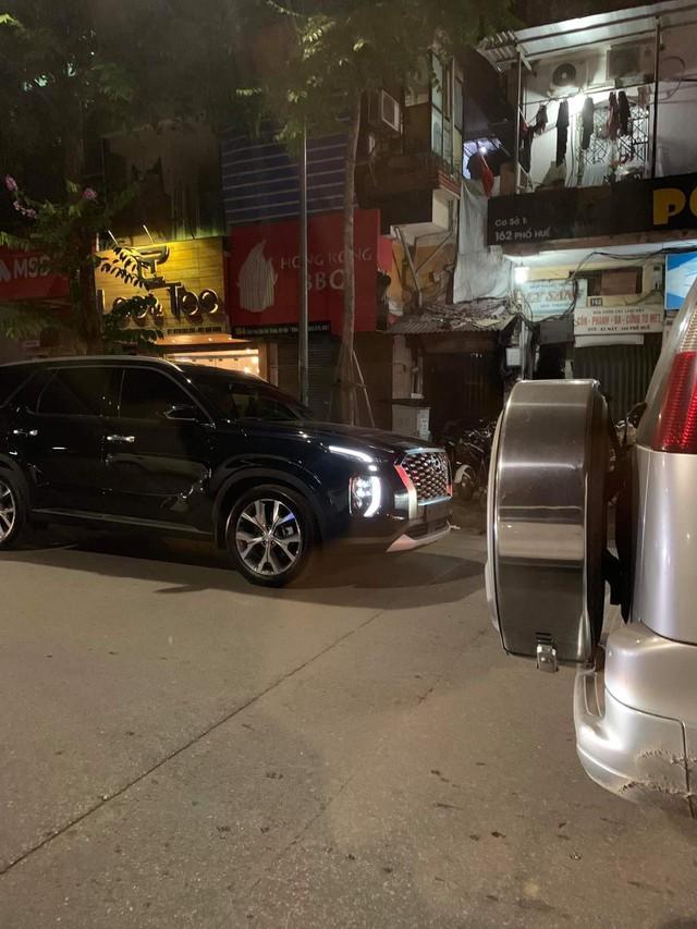 Hyundai Palisade đầu tiên lăn bánh trên đường phố Việt Nam - Ảnh 1.