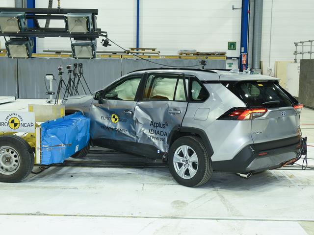ANCAP: Mazda3 an toàn hơn cả Lexus UX, Range Rover Evoque - Ảnh 5.