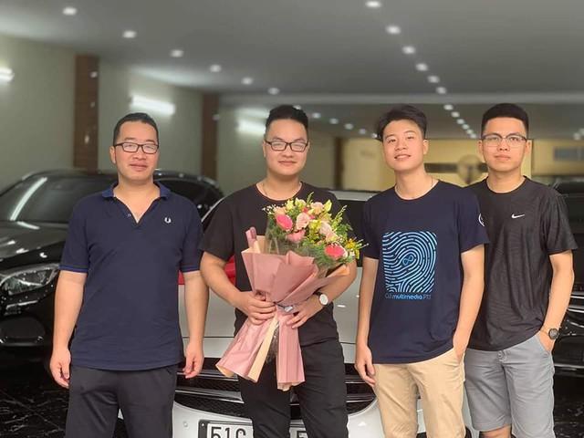 Sinh năm 1998, thiếu gia Việt đã tậu Mercedes-Benz C300 AMG giá hơn 1,7 tỷ đồng - Ảnh 1.