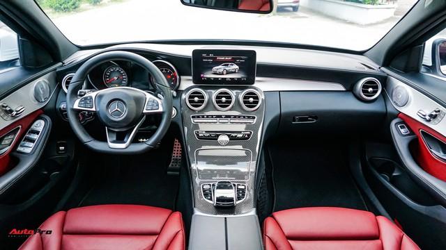 Sinh năm 1998, thiếu gia Việt đã tậu Mercedes-Benz C300 AMG giá hơn 1,7 tỷ đồng - Ảnh 3.