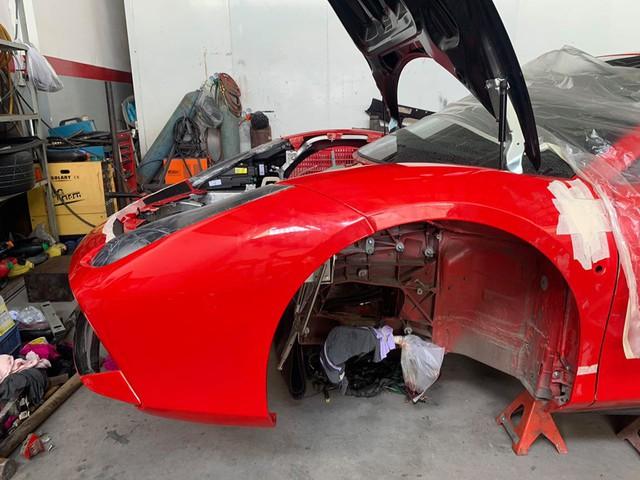Xuất hiện hình ảnh cho thấy Ferrari 488 GTB của ca sĩ Tuấn Hưng đang trong quá trình hồi sinh - Ảnh 3.