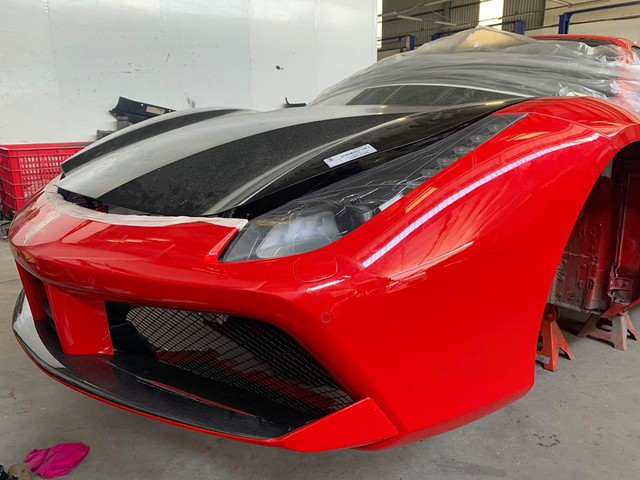 Xuất hiện hình ảnh cho thấy Ferrari 488 GTB của ca sĩ Tuấn Hưng đang trong quá trình hồi sinh - Ảnh 2.