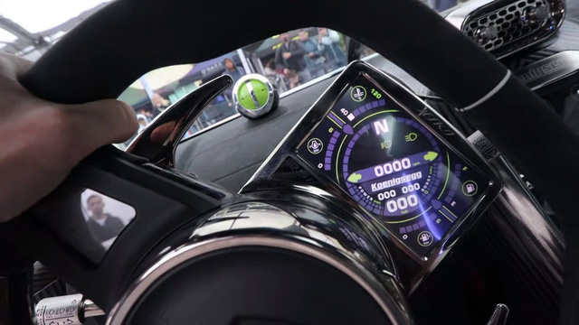 Tìm hiểu màn hình dị tích hợp ngay trên vô lăng của siêu xe mạnh nhất thế giới Koenigsegg Jesko - Ảnh 2.