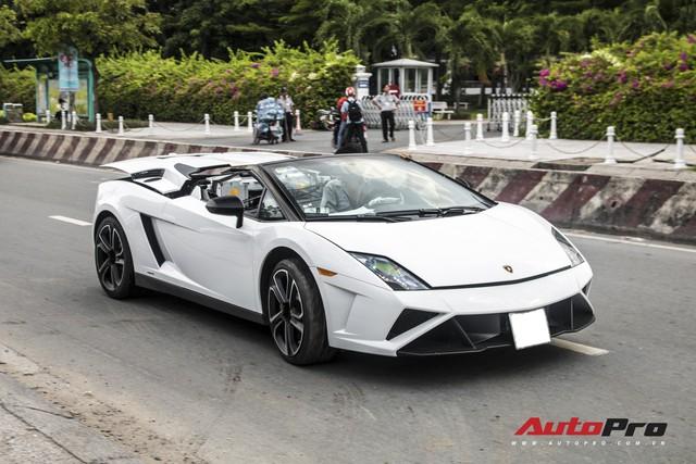 Xót xa khi thấy Lamborghini Gallardo Spyder của ông Đặng Lê Nguyên Vũ đi bảo dưỡng - Ảnh 4.