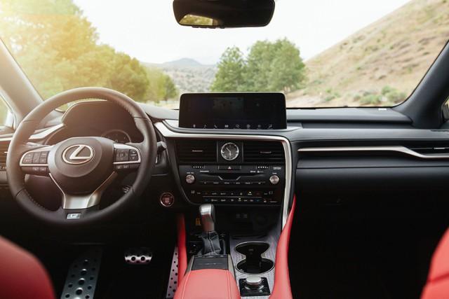 Ra mắt Lexus RX 2020: Chuyển mình để theo kịp Mercedes GLE - Ảnh 6.