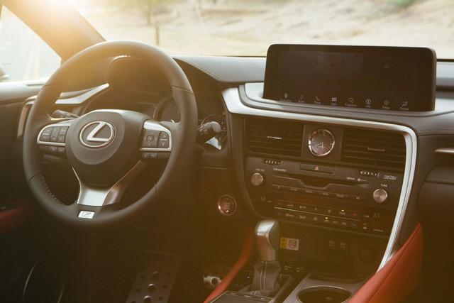 Ra mắt Lexus RX 2020: Chuyển mình để theo kịp Mercedes GLE - Ảnh 5.