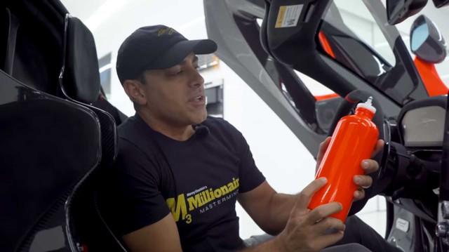 Cách đại gia vung tiền: Mua bình nước đi kèm siêu xe McLaren Senna giá 7.000 USD!