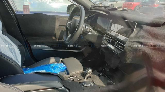 Lộ nội thất BMW 1-Series thế hệ mới: Đối lập Mercedes-Benz GLA - Ảnh 2.
