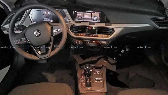 Lộ nội thất BMW 1-Series thế hệ mới: Đối lập Mercedes-Benz GLA - Ảnh 1.