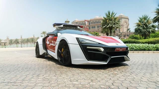 Cảnh sát Trung Đông chơi lớn, trưng dụng siêu xe triệu đô Lykan HyperSport đi làm nhiệm vụ - Ảnh 1.