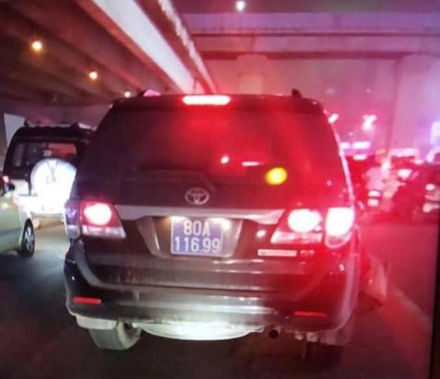 Tài xế lái xe biển xanh tông người đàn ông chạy xe ôm gục giữa đường rồi bỏ trốn đã ra công an trình diện - Ảnh 2.