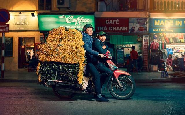 Lặng người trước một Hà Nội chân thực trên yên xe máy dưới góc nhìn nghệ thuật của nhiếp ảnh gia người Anh - Ảnh 3.