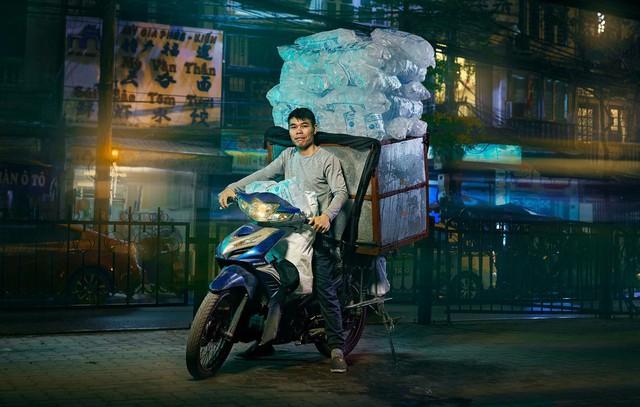 Lặng người trước một Hà Nội chân thực trên yên xe máy dưới góc nhìn nghệ thuật của nhiếp ảnh gia người Anh - Ảnh 8.