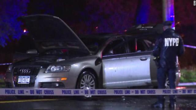 Bố nhốt con trong xe Audi, khóa cửa đốt xe rồi bỏ chạy - Ảnh 2.