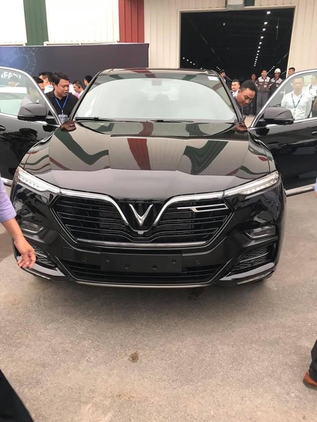 HOT: 'Khủng long' VinFast Lux V8 bất ngờ xuất hiện tại nhà máy ở Hải Phòng - Ảnh 3.
