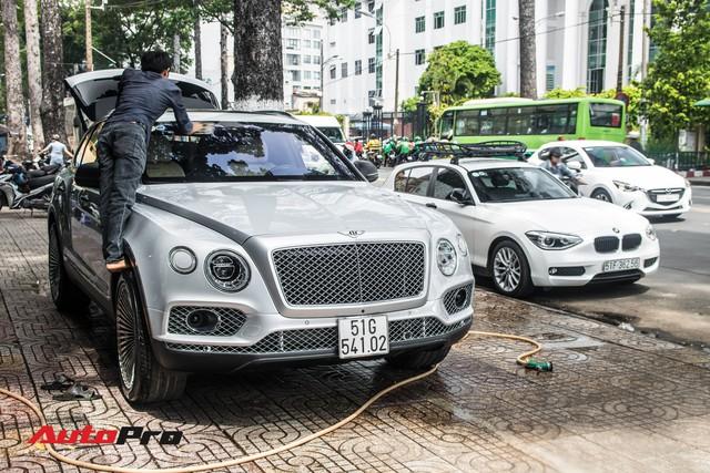 Tóm gọn Bentley Bentayga First Edition của ông Đặng Lê Nguyên Vũ đi bảo dưỡng - Ảnh 3.