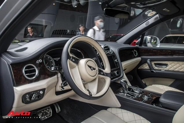 Tóm gọn Bentley Bentayga First Edition của ông Đặng Lê Nguyên Vũ đi bảo dưỡng - Ảnh 17.