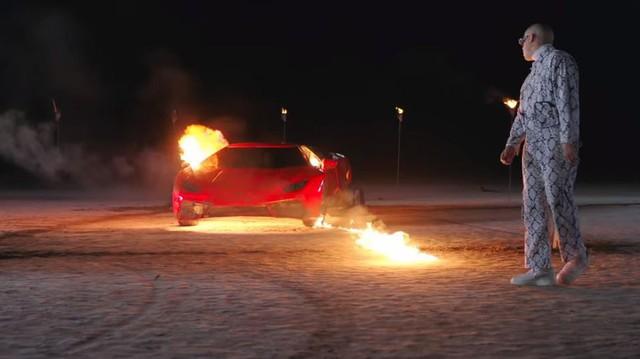 Bắt chước video ca nhạc, 3 đứa trẻ đốt xe Lamborghini của bố