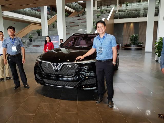 HOT: 'Khủng long' VinFast Lux V8 bất ngờ xuất hiện tại nhà máy ở Hải Phòng - Ảnh 1.