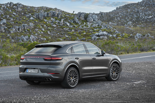 Chiếc SUV Porsche này sắp trang bị động cơ V8 giống Lamborghini Urus - Ảnh 1.