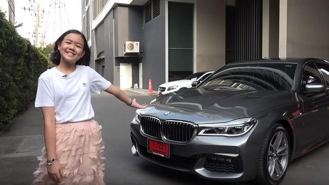 'Con nhà người ta': Cô bé 12 tuổi mua BMW 7-Series tặng bố mẹ nhờ tiền tự kiếm nhưng 6 năm sau đủ tuổi sẽ sắm Porsche