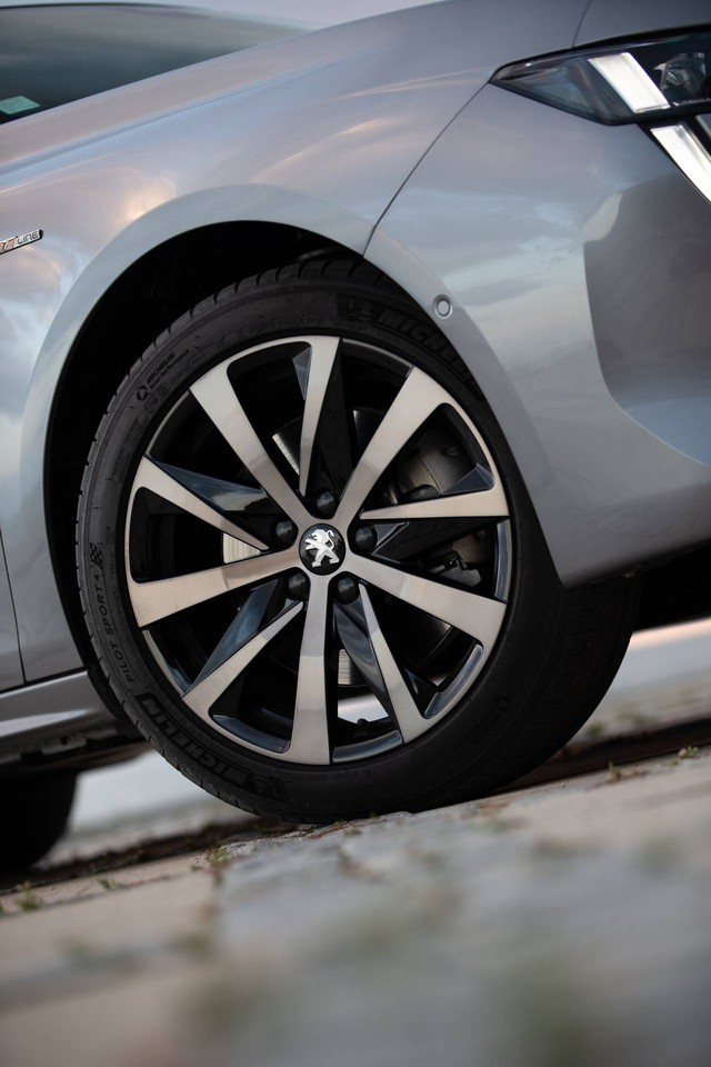 Có nên chọn cấu hình đặc biệt này của Peugeot 508 thay vì bản sedan? - Ảnh 6.